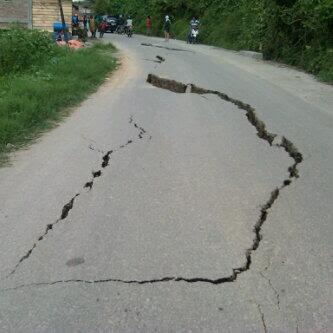 BOKSyt CMAAVgT5 Kumpulan Foto Gempa Aceh   Bener Meriah