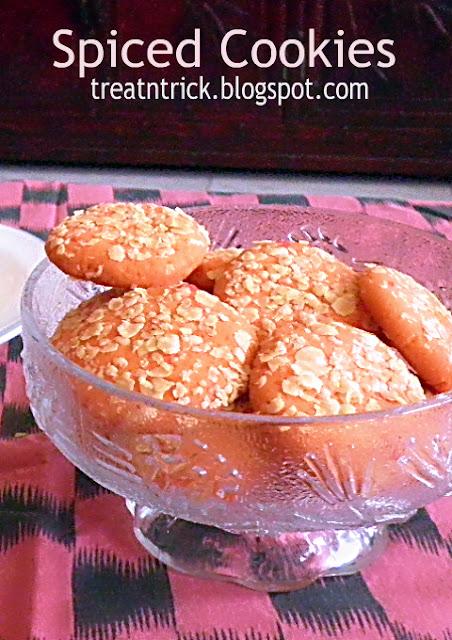 Spiced Cookies Recipe  @ http://treatntrick.blogspot.com