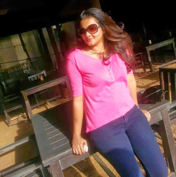 Piumi Purasinghe tight jeans hot