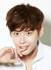 Biodata Lee Jong Suk Pemeran Park Hoon