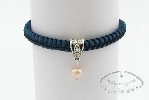 Makramowa bransoletka z perłą 2