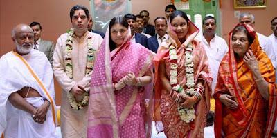 family photos of yamini roy varun gandhi wedding ceremony