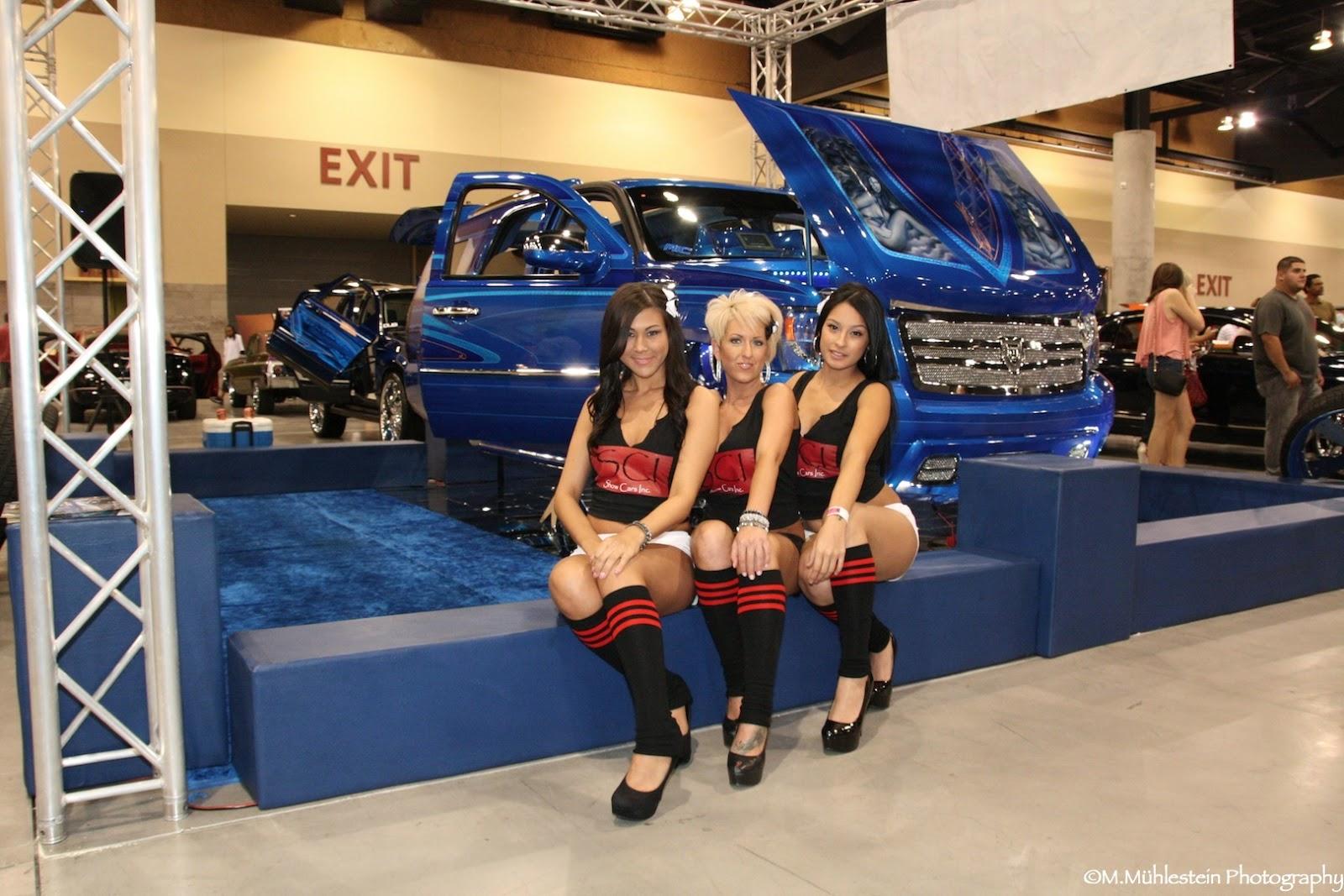 CARNBABES Dub Show Tour Phoenix SCIGirls Posing - Car show phoenix convention center