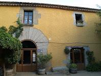 Portal de migdia de la masia de Can Bruguera