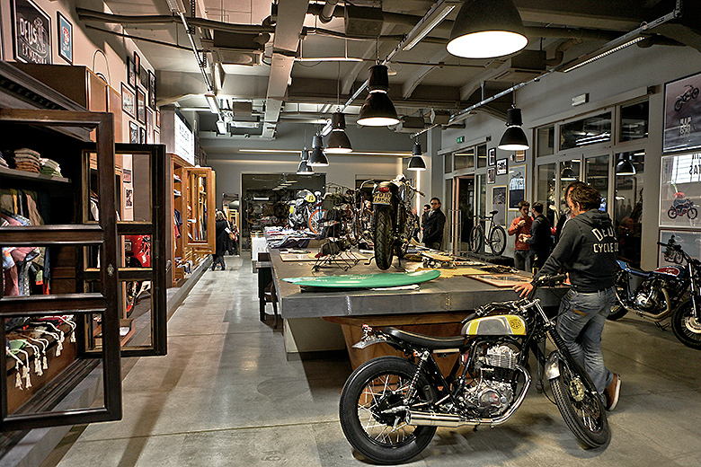 Car news bmw daily inspiration deus ex machina milan for Location garage moto