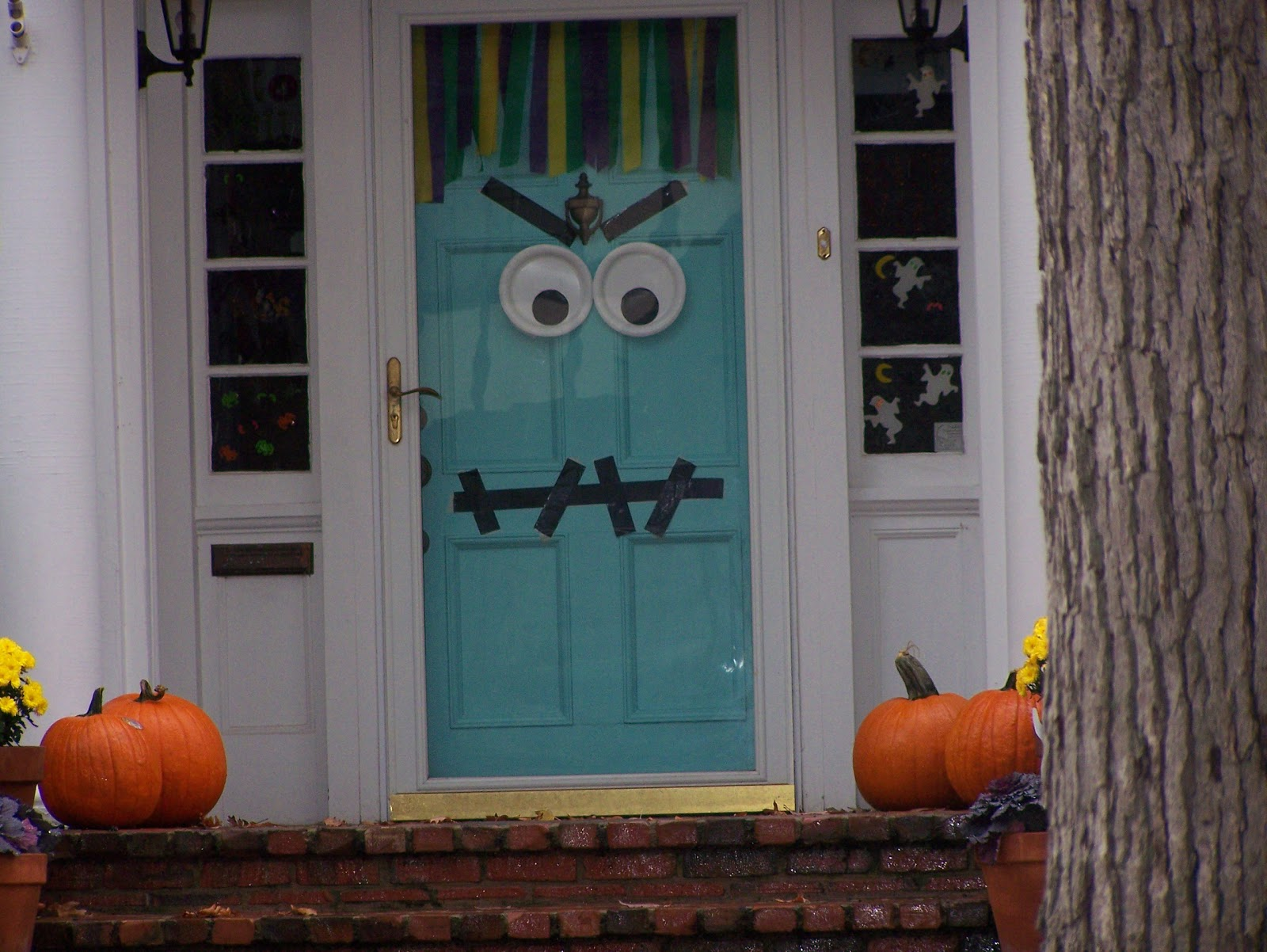 Heidi 39 s wanderings there 39 s a monster on the door for Outside halloween decorations to make at home