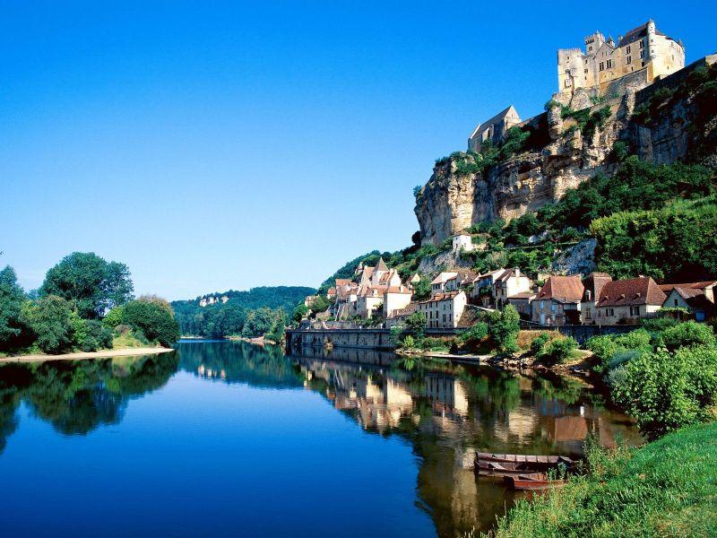 Sungai yang indah indah sungai di pegunungan sungai salju sungai