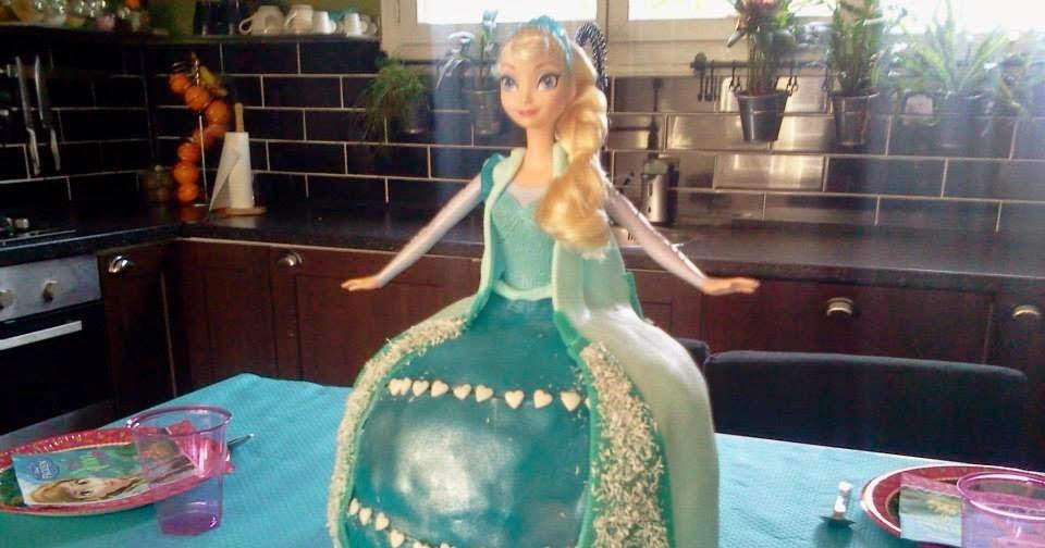 lili joue maman bricole gateau reine des neiges frozen birthday cake. Black Bedroom Furniture Sets. Home Design Ideas