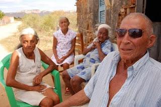 Com 90 anos teve 17 filhos com a mulher, 15 com a cunhada e até 1 com a sogra.