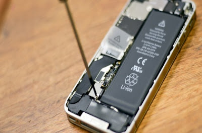 iPhone 4S open Battery step 2