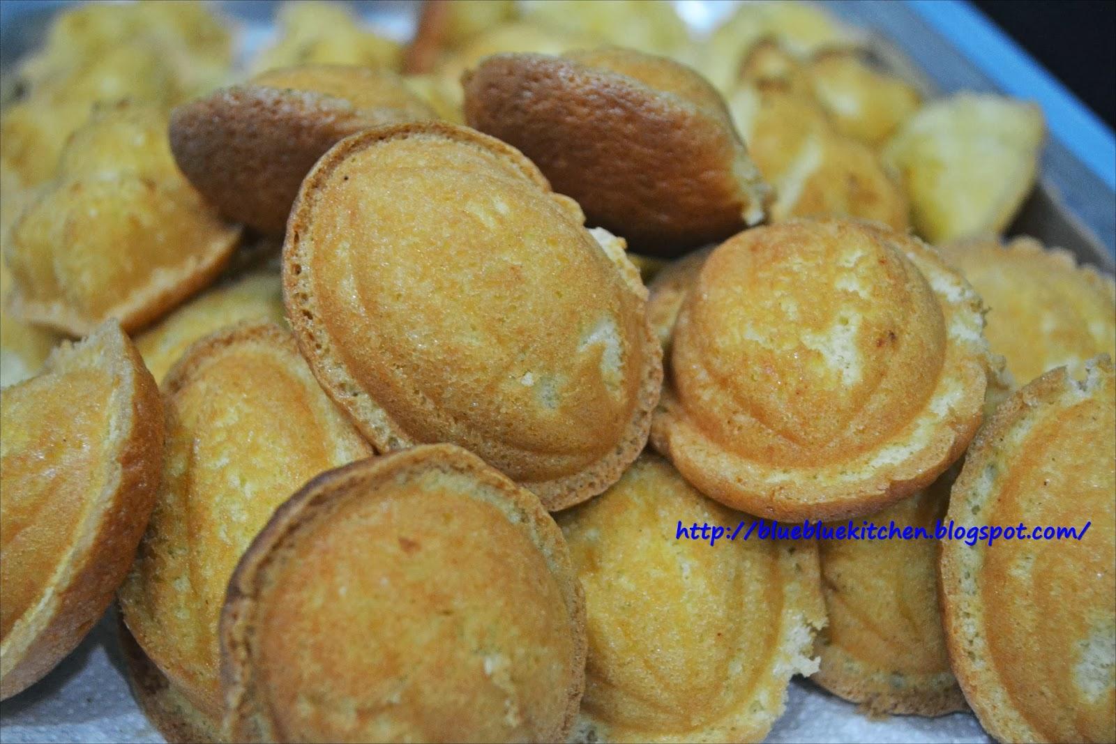 Kuih Bahulu (烘传鸡蛋糕)