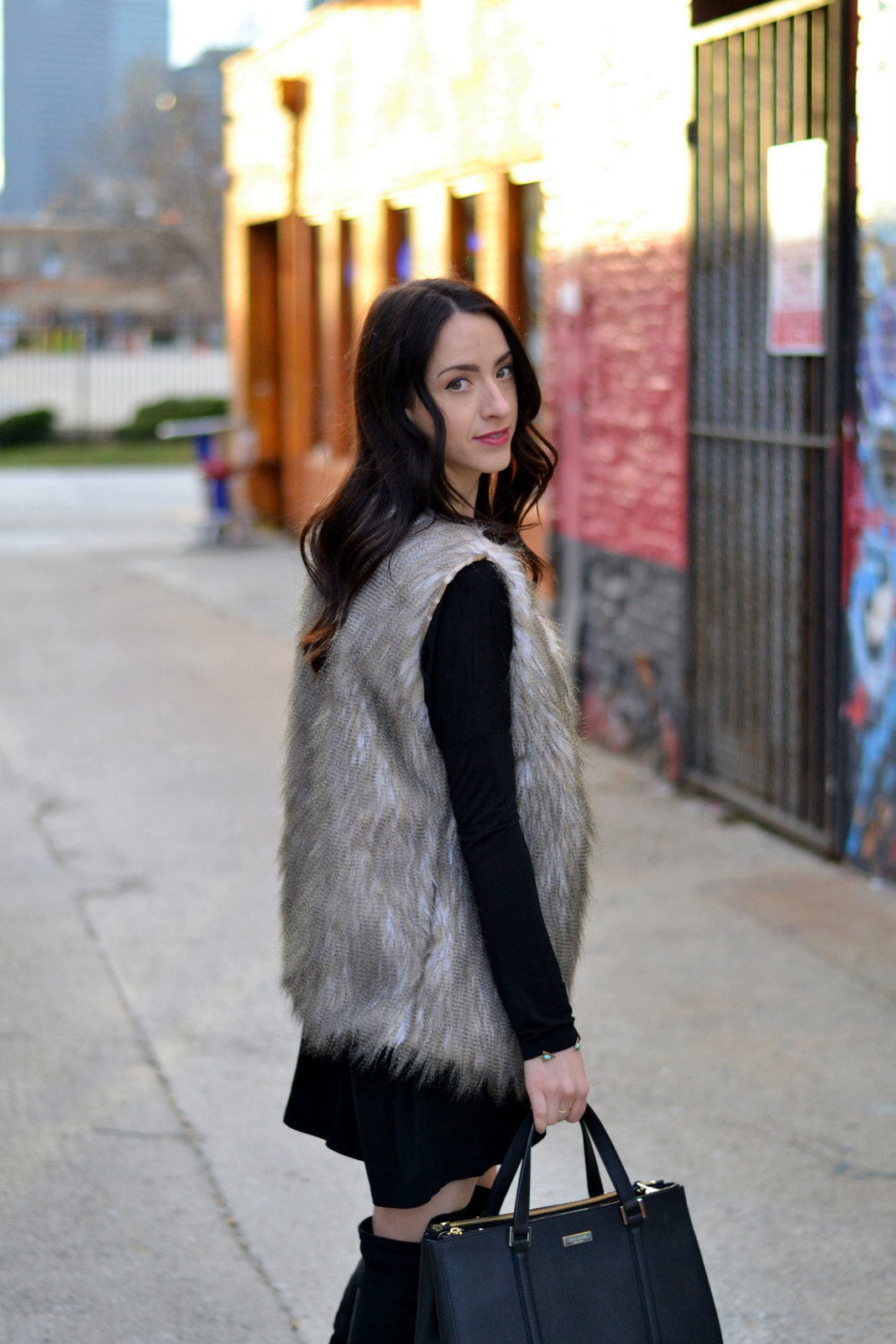 Fur Vest_Black Pio_Loose Curls