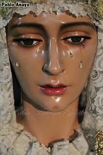 http://www.fotoscofradesutrera.es/2013/10/cultos-en-honor-ntra-sra-de-las-lagrimas.html