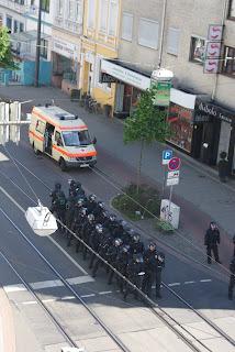 polisi-berbaris