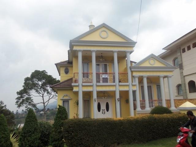 http://vilaistanabungavilage.blogspot.com/2015/03/villa-istana-bunga-tempat-meeting-yang.html