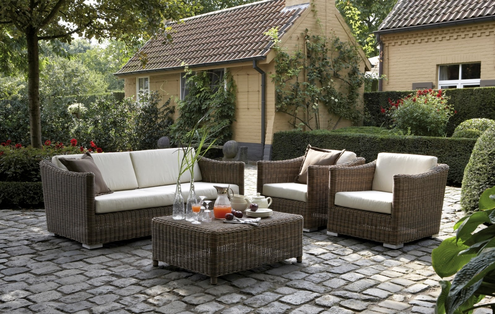 Arte y jardiner a mobiliario en dise o de jardines for Muebles de mimbre para jardin