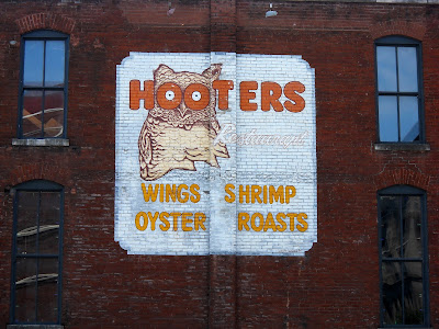 Hooters Mural in Nashville