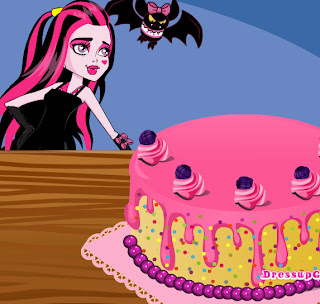 Juego de decorar una tarta para Draculaura de Monster High