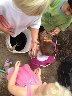 pre-schoolers learn about earthworms