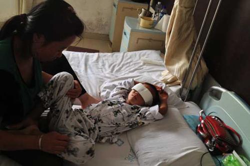 Truy lùng kẻ khoét mắt trẻ em ở Trung Quốc
