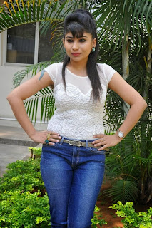 Actress Madhulagna Das Pictures in Jeans at Aadu Magadraa Bujji Platinum Disc Function  0026