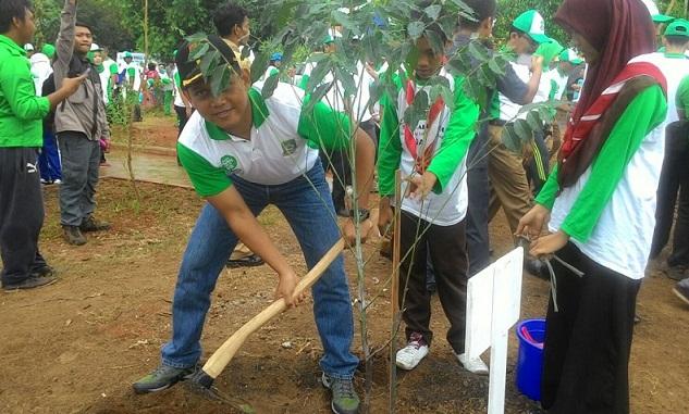 """Dandim 0506/Tgr Tanam Pohon Di Taman """"Eco Prak"""""""