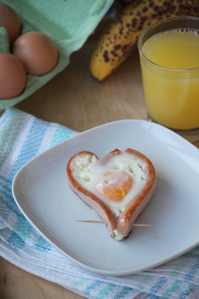 Serce z jajka i parówki