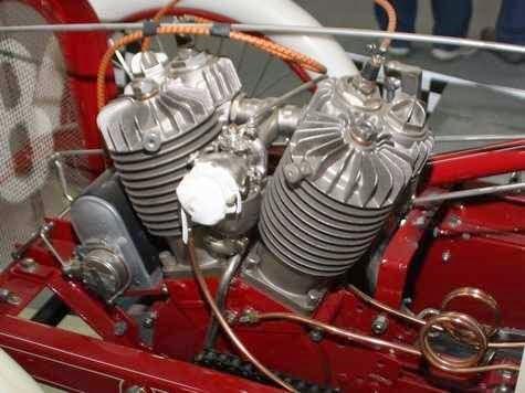 Qu'est-ce qui, en 1928/29 avait quatre roues, un bicylindres en V ou 4 en ligne... 10583944_10152644770274306_3413495926265968583_n