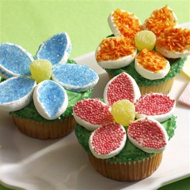 Crafty Lil Bluebird: Duck cake with marshmallow flower cupcakes