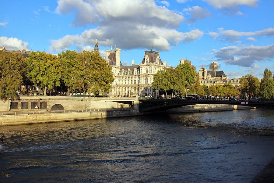 Paris notre dame cit march aux fleurs hotel de for Piscine saint merri