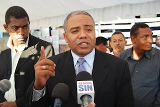 Alcalde Fernández inaugura puente Sabana Perdida