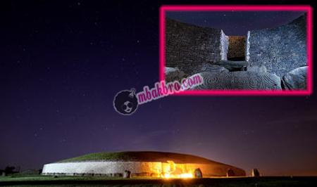 Newgrange dan pintu masuknya