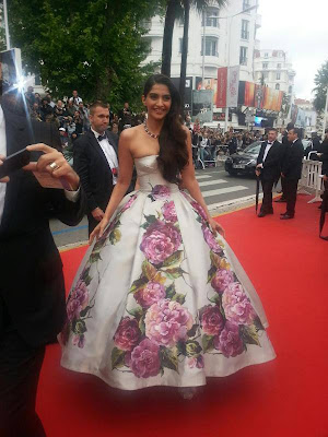 Sonam Kapoor looks so gorgeous @ 66° Cannes film festival