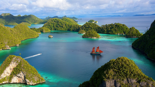 Indonesia Beautiful Islands Scenery Water Ship Blue Sky Clouds Sea HD Wallpaper