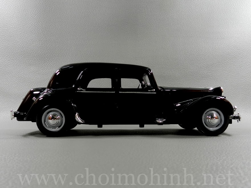 Citroen 15CV 6 Cyl 1952 1:18 Maisto side