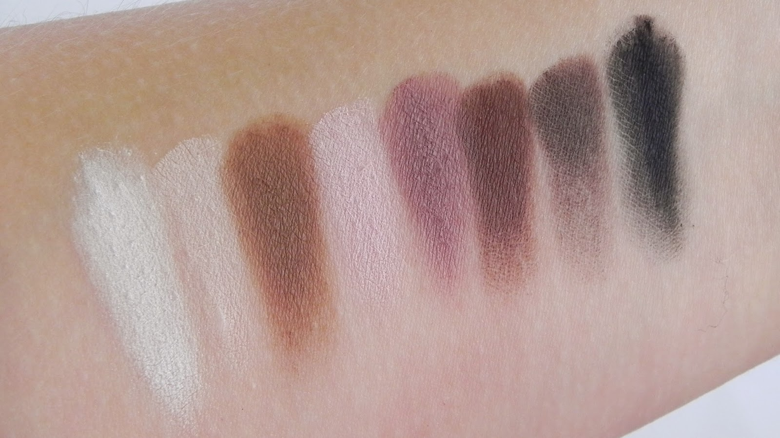 lorac pro makeup palette eyeshadow eyeshadows review swatches beauty matte