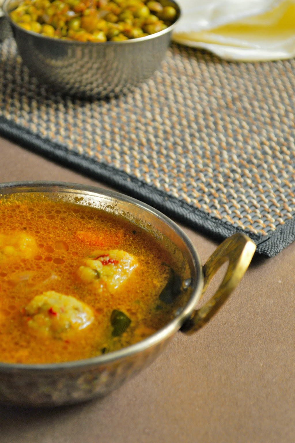kola urundai kuzhambu, Kuzhambu Recipes, Lunch Curries Recipes, urundai kulambu recipe, how to make urunda kuzhambu recipe, step by step pictures, kola urundai kuzhambu recipe