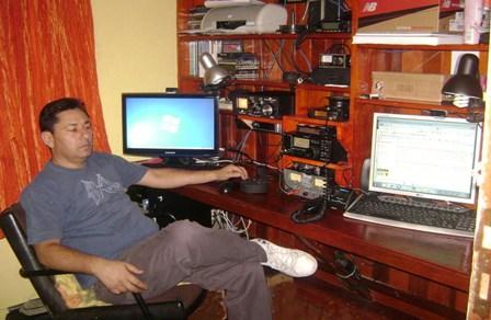 PY2ROE JOÃO CARLOS em sua estação com o IC-718