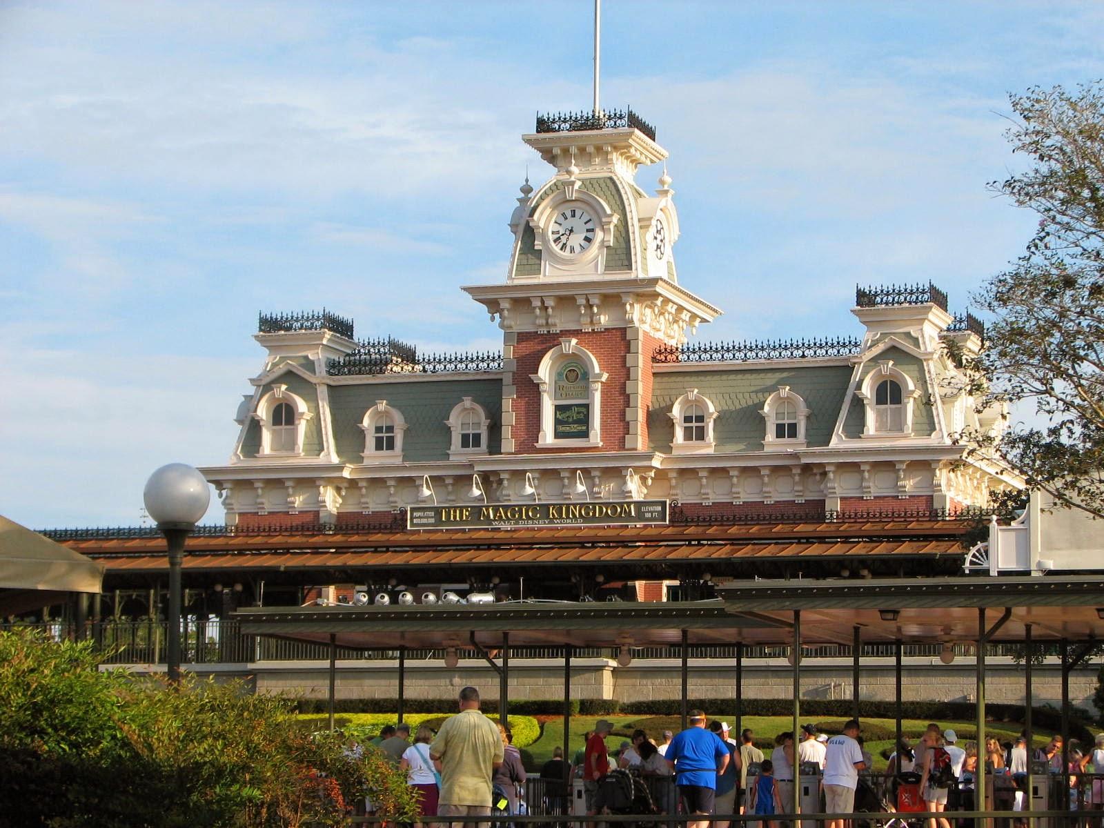 Walt Disney World Tourist Magic Kingdom Main Street Usa