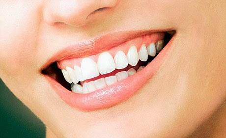 3 jurus alami cara memutihkan gigi