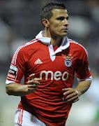 O Benfica foi à Madeira bater o Marítimo por 12 e deu um passo de gigante . (lllll)
