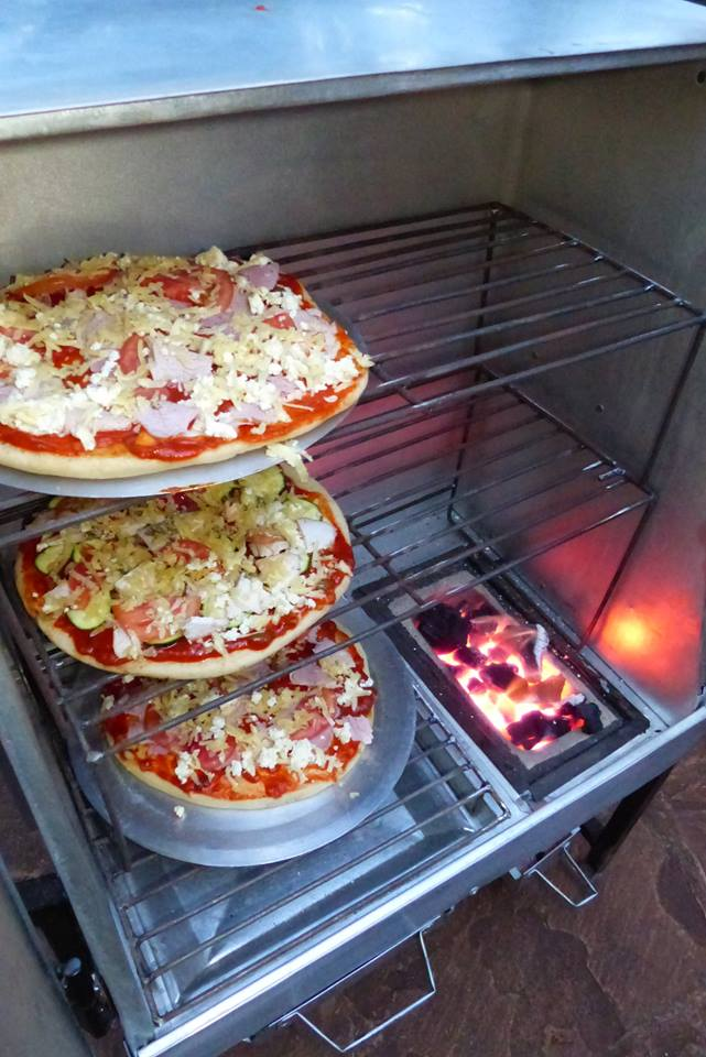 Use Natural Charcoal In Pizza Oven