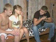 Пацан ебет русскую на глазах у ее брата