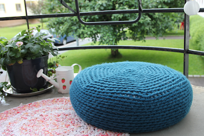 free crochet poof pattern