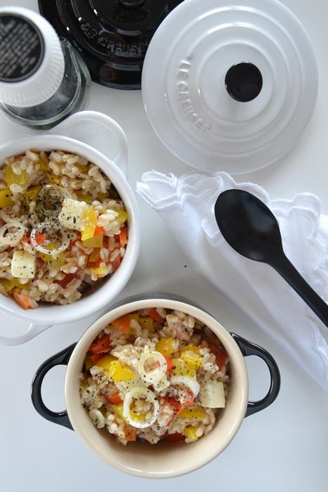 insalata di avena con peperoni, tonno e pecorino