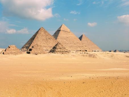 Cakrawala dari Lembah Nil tampaknya didominasi oleh pegunungan. Namun ...
