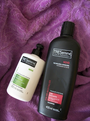Creme de pentear para cabelos cacheados e shampoo para cabelos coloridos