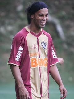 Ronaldinho treinando no Galo