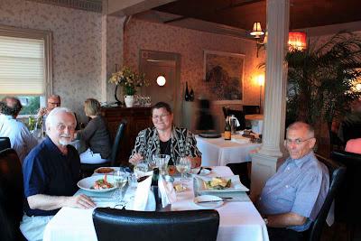 Ein Abendessen mit Freunden im Rossmount Inn