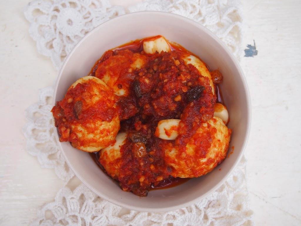 http://www.frewaremini.com/2014/12/cara-membuat-acar-telur-resep.html